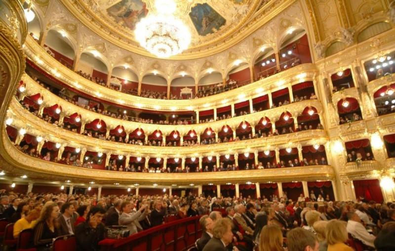 театр большой внутри фото